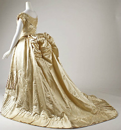 Blog_Gold_Gown